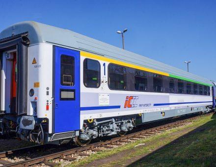 Kolejne unowocześnione wagony w barwach PKP Intercity